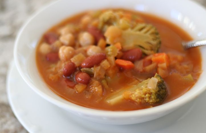 Best {Easiest} Homemade Vegetable and 500 Bean Soup! No fail and tastes fantastic!