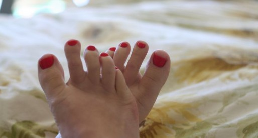 Swollen feet and hot pink nail polish, natural style!