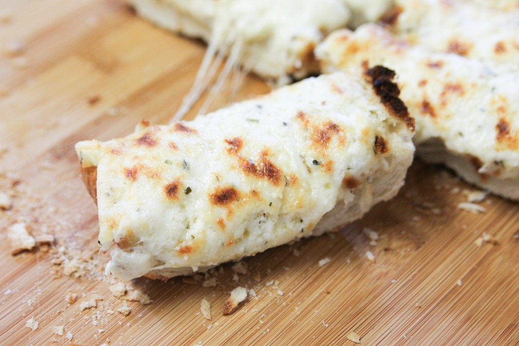 The Best Garlic Cheesy Bread Ever-4