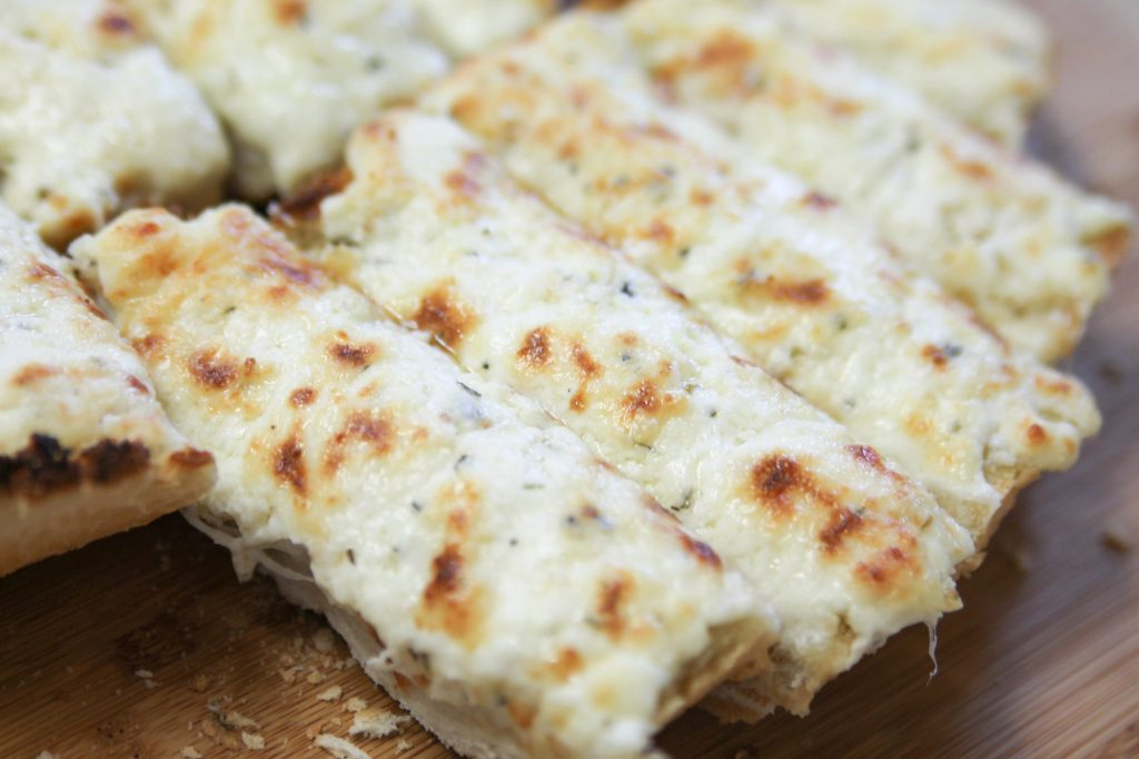 The Best Garlic Cheesy Bread Ever-5