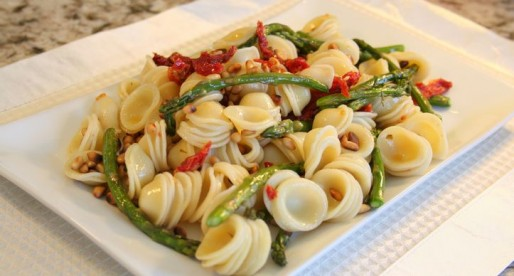 Asparagus Pasta with Pine Nuts and Sun Dried Tomatoes (vegan)