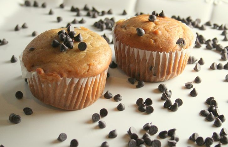 Chocolate Chip Cookie Dough Muffins (vegan)