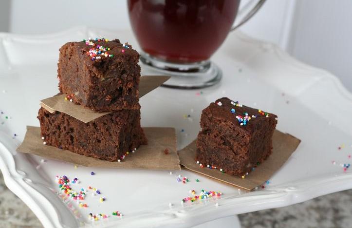 Chocolate Banana Brownies {Vegan Options Too}