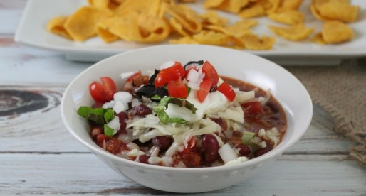 Homemade Hearty Vegetarian Chili {vegan directions too}