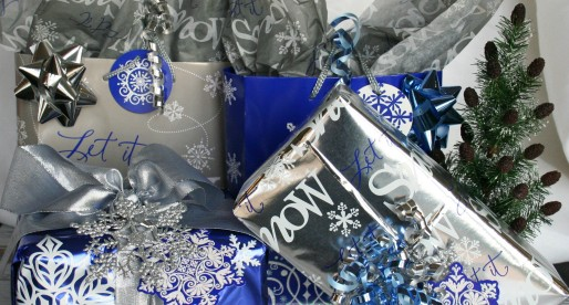 How To Wrap Your Last Minute Christmas Gifts Like A Pro with Walgreen Holiday Solutions #HappyAllTheWay