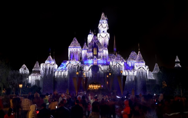 Your Guide To Disneyland During The Holidays
