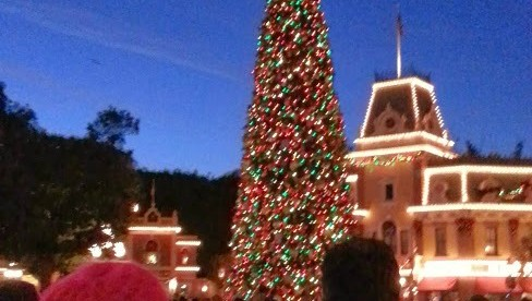 Your Guide To Disneyland During The Holidays #JustGotMerrier