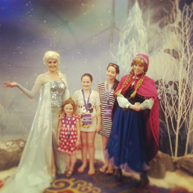 And her dreams have come true! Meeting Anna and Elsa! #DisneySMMoms #FROZEN  #sistersandbestfriends