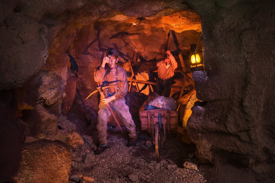 knotts Calico Mine Ride Miners At Work