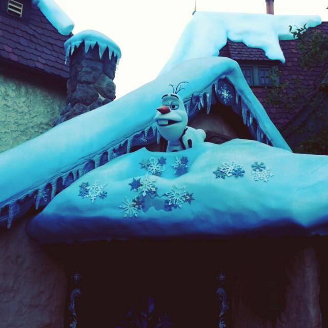 Olaf! #frozen #Disneyland #HalloweenTime