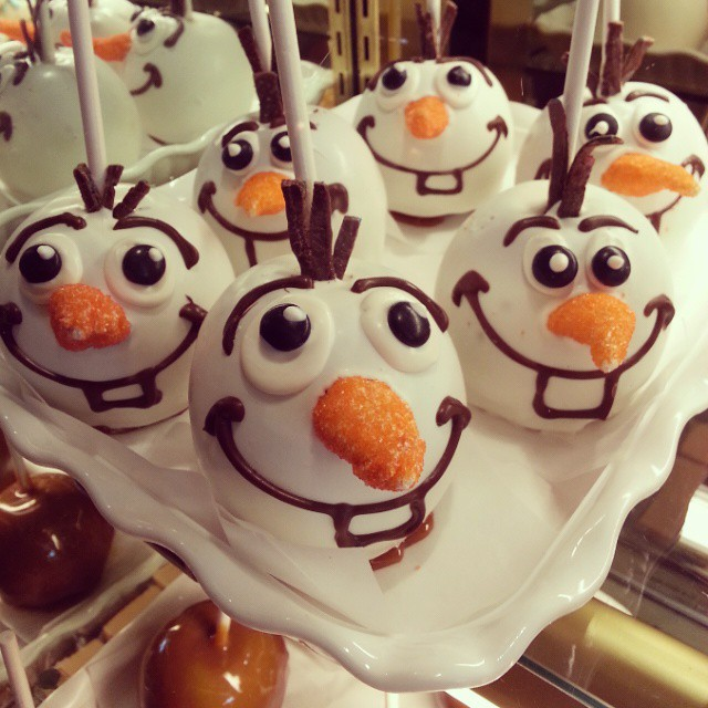 Do you want to build a snowman?  #disneyholidays #frozen #familytravel #dessert #sweet #treat #Disney #Disneyland