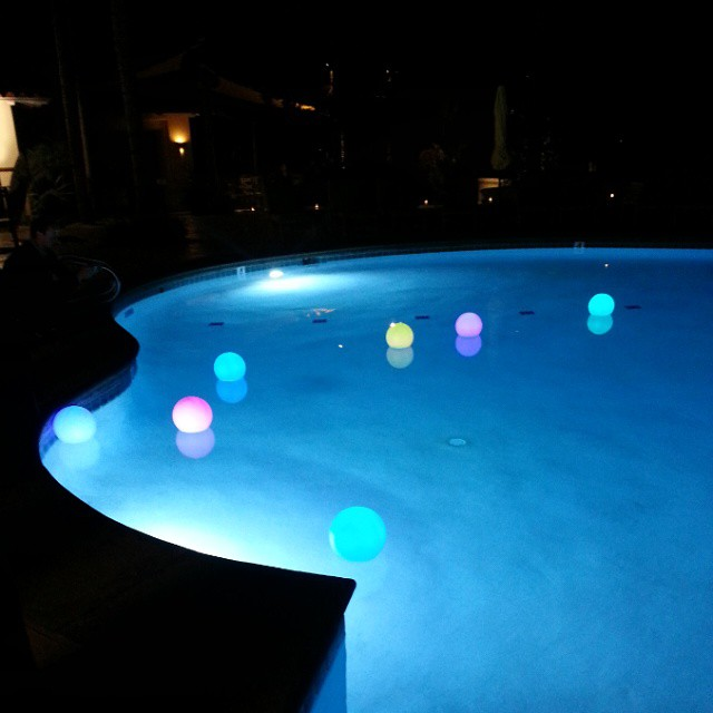 The family pool @ParkHyattAviara is made even more special with these floating balls that change color! #TMSCarlsbad