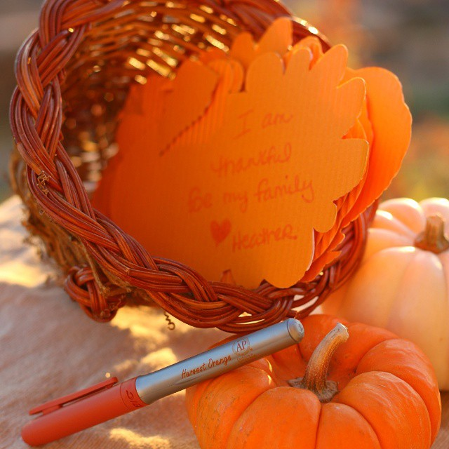 Last minute Thanksgiving centerpiece and craft on the blog. Everyone writes out what they are thankful for and they are read during dinner ♡♡♡ AD #HarvestOrange #BICMerryMarking