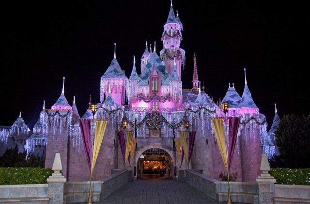 11 Things You Must Do At Disneyland Resorts During The 2014 Holiday Season With Teens, Tweens and Preschoolers