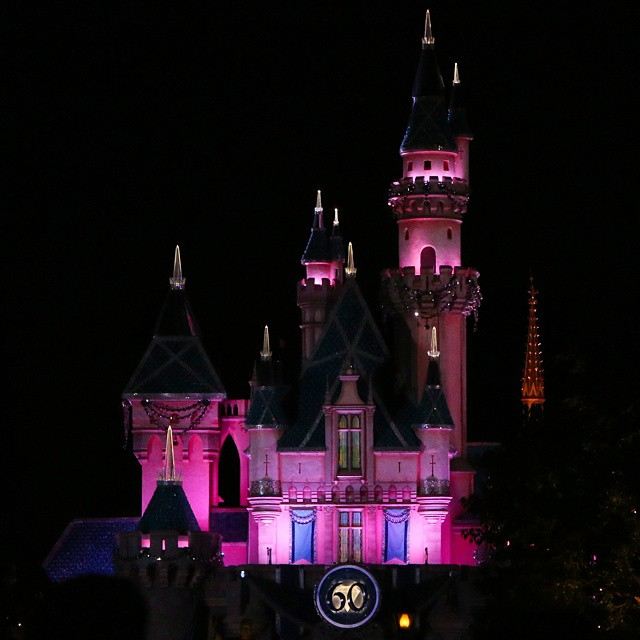 Sleeping Beauty's Castle is sparkling this year! ♡♡♡♡♡ #Disney24 #Disneyland24 #Disneyland60 #Disneyland #Disneyside #disneyresort #diamondcelebration #disneyparks #disneyprincess #Disney #sleepingbeauty #sleepingbeautycastle