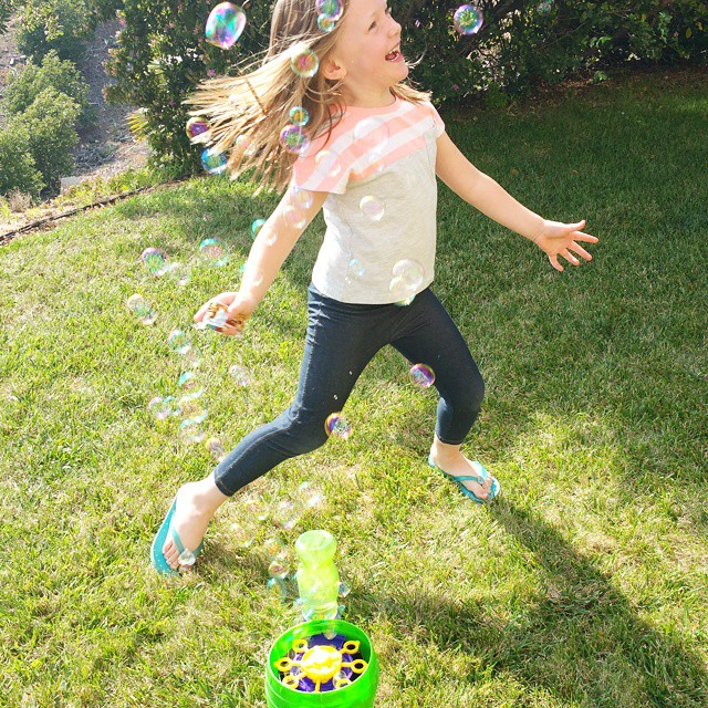 I'd say she is having a great time at our play date today sponsored by Quaker! Even the adults and older kids had fun with the bubbles! Everyone loves bubbles... right? #keepplaying #summer #snack #fun