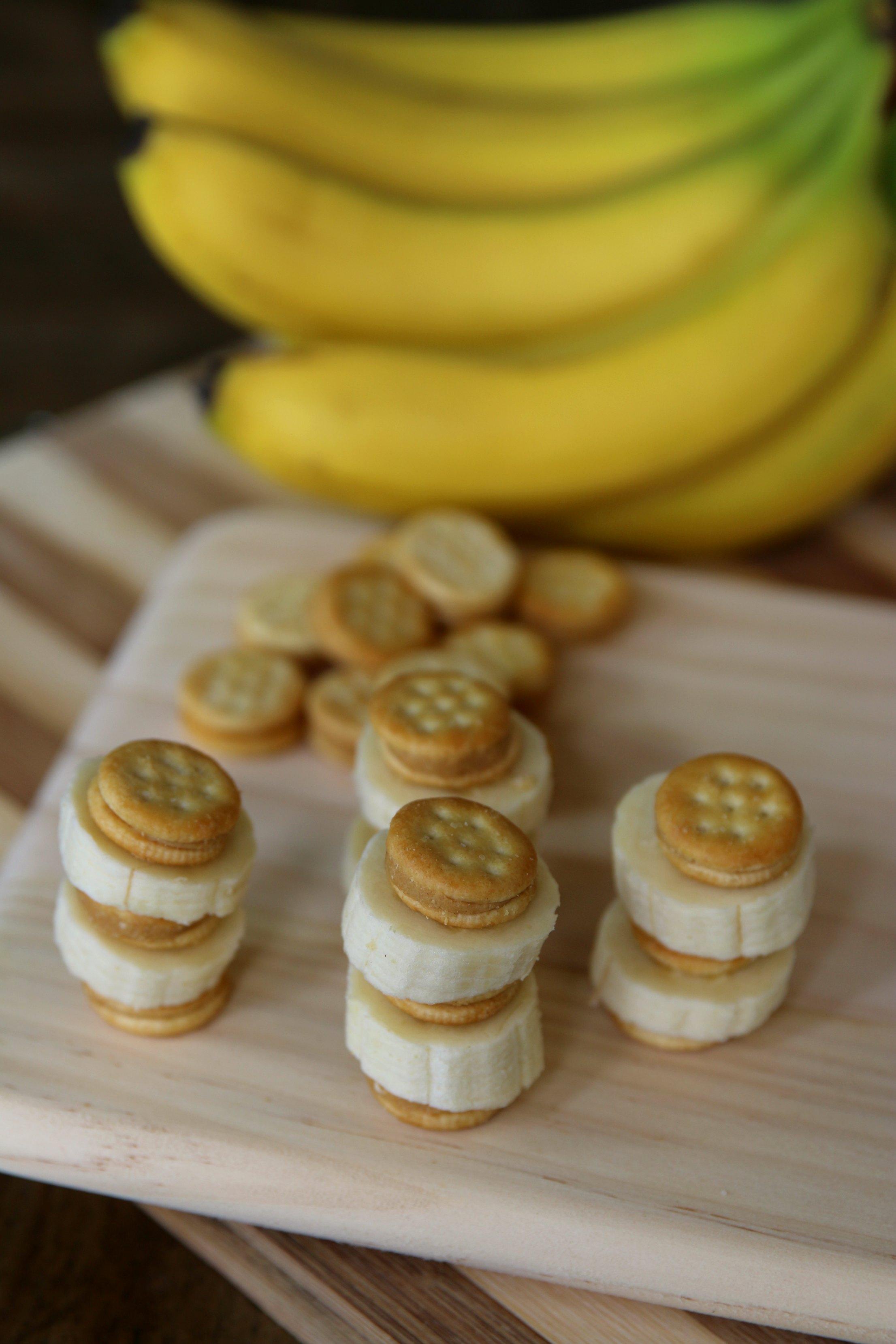 peanut butter banana crackers