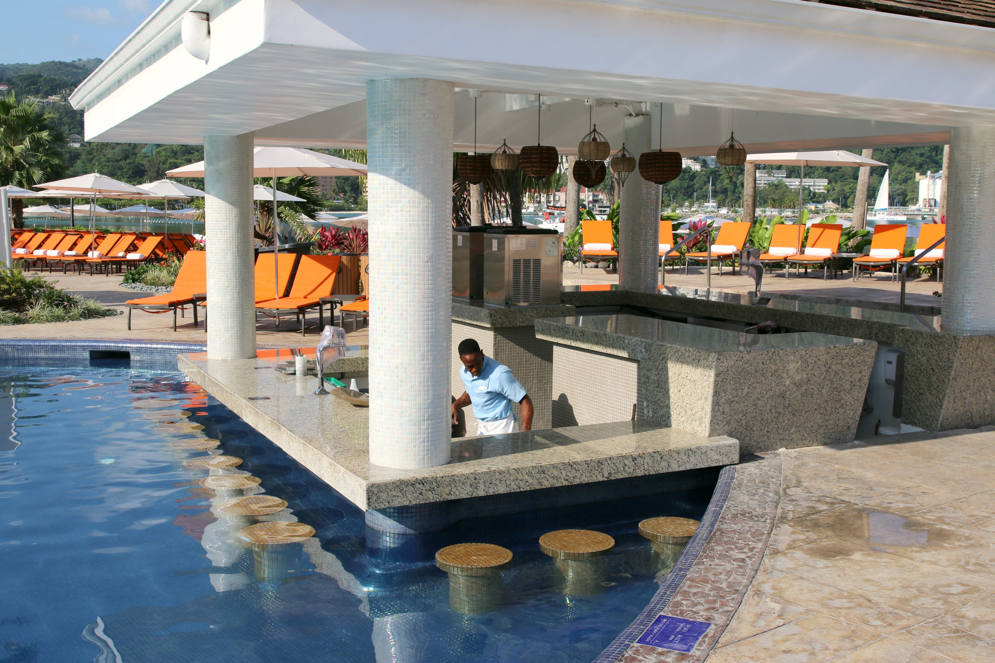 swim up bar moon palace jamaica grande