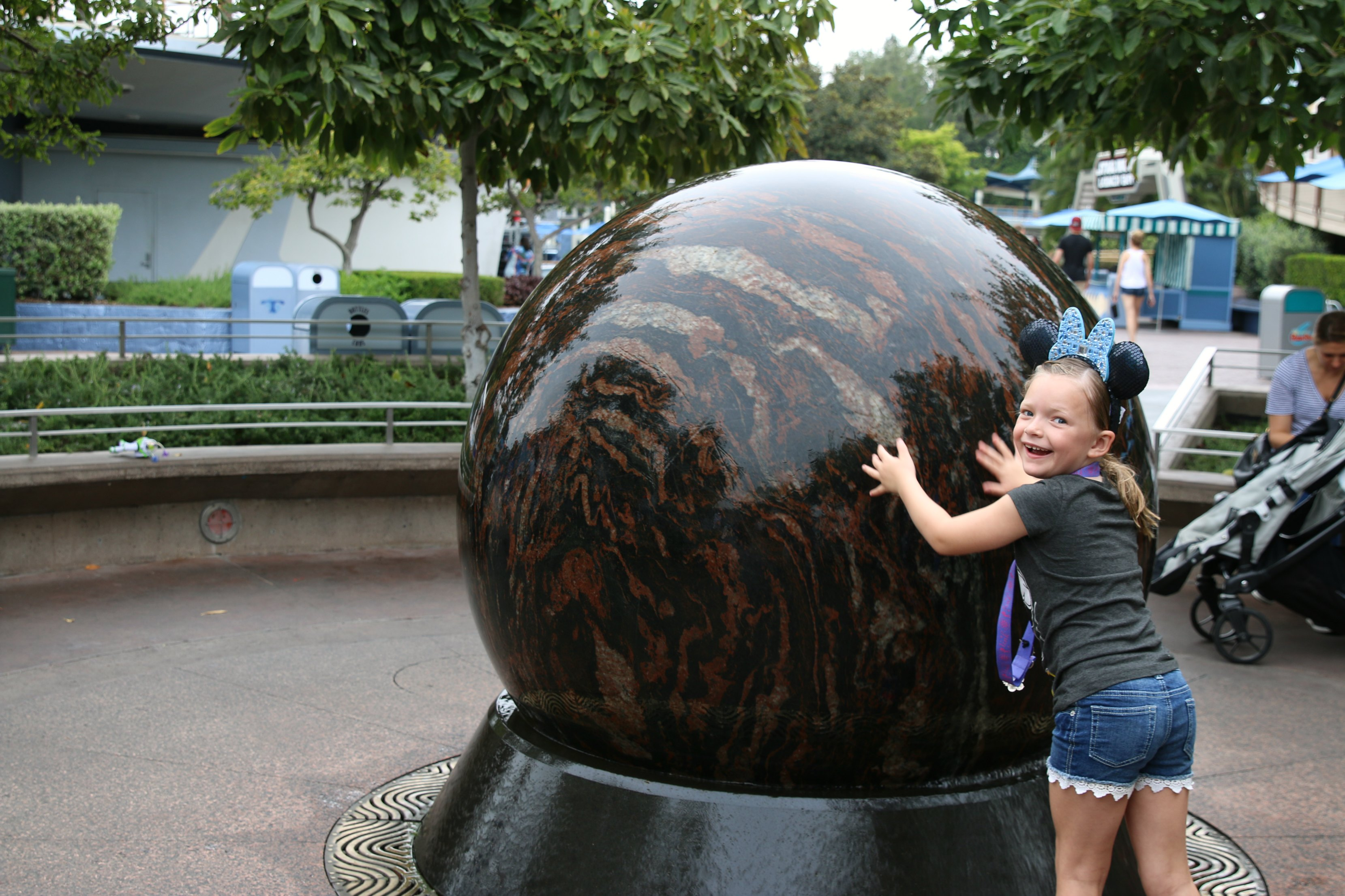 what to do at Disneyland on busy summer days
