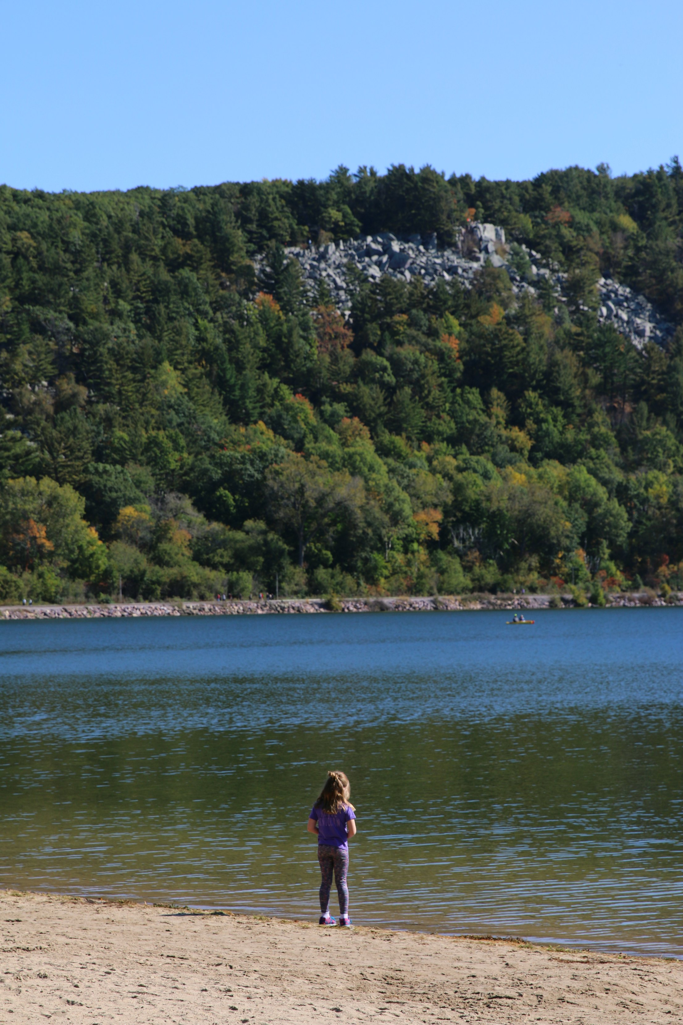 devils-lake-in-the-fall