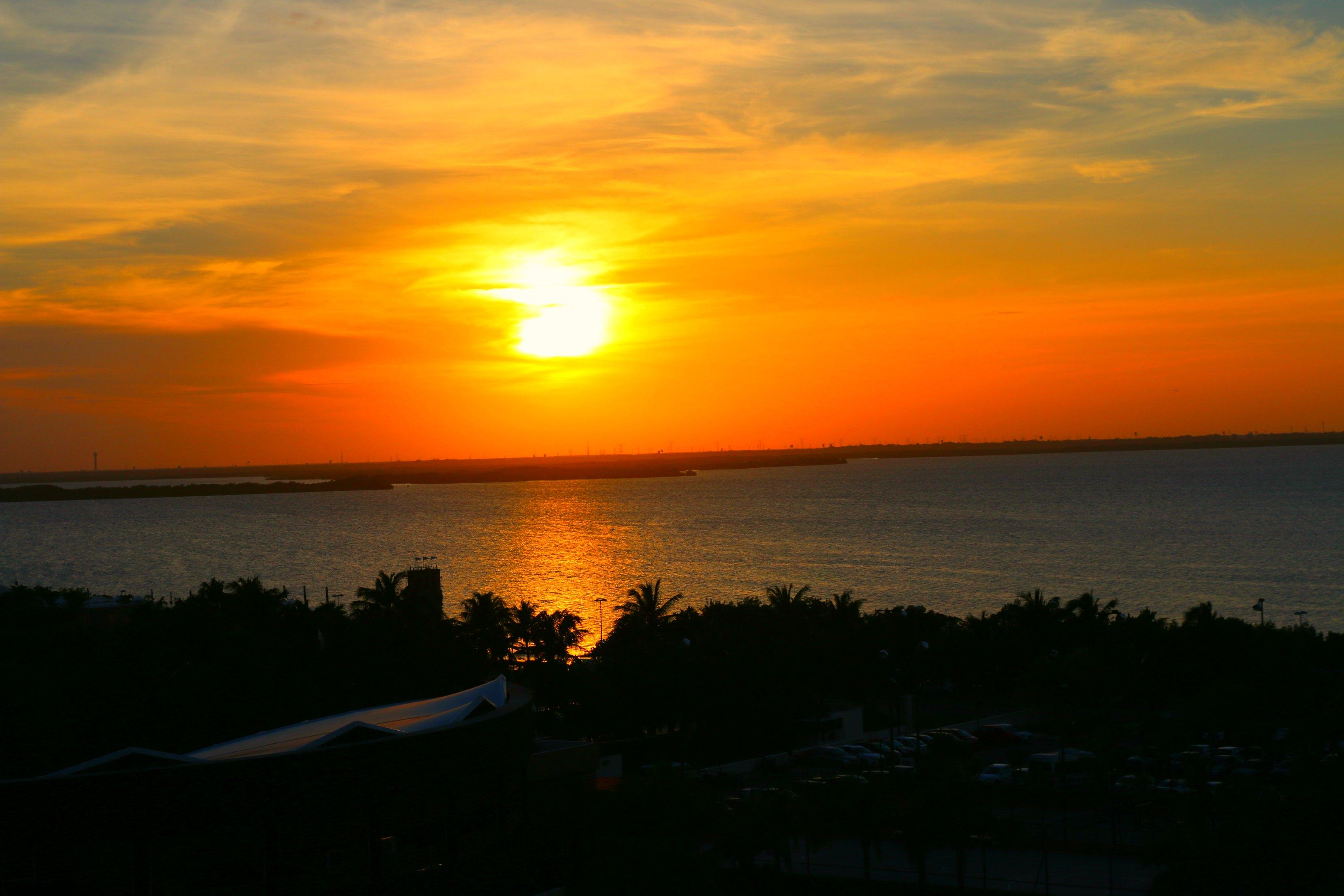 hard-rock-cancun-sunset