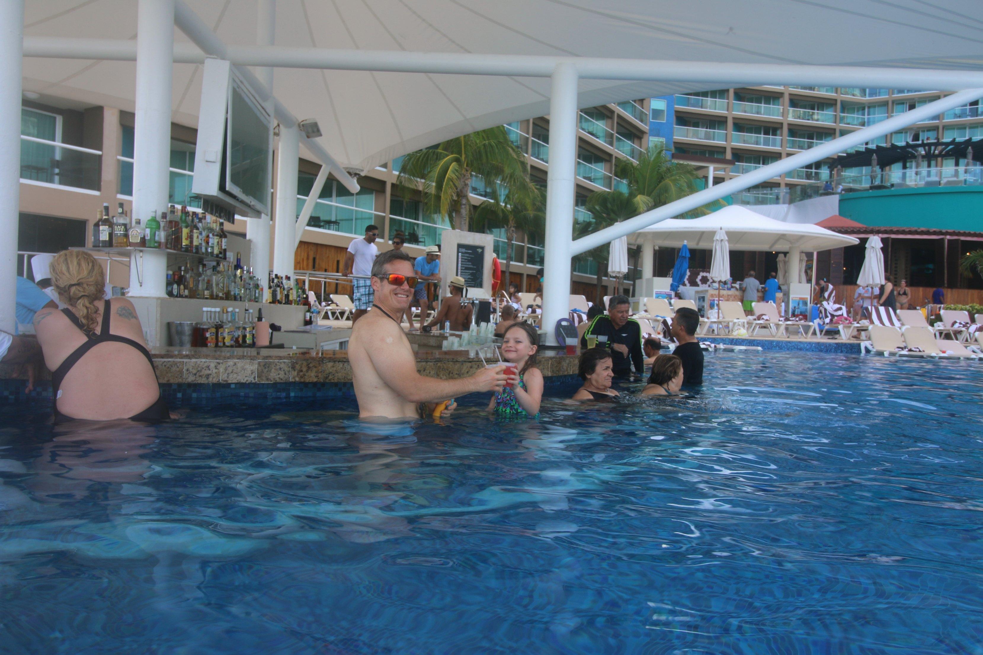 hard-rock-cancun-swim-up-bar