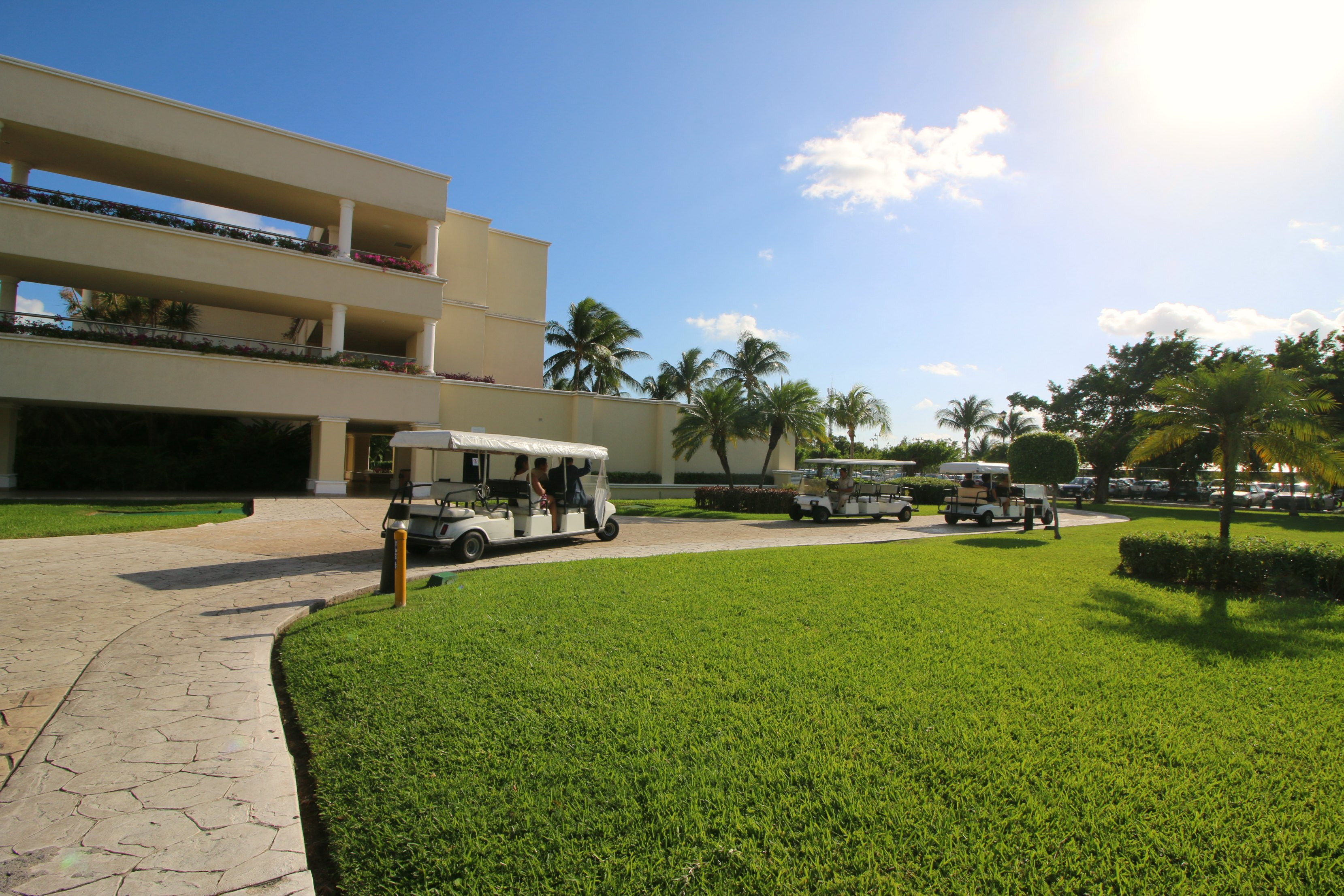 moon-palace-cancun-transportation-between-resorts