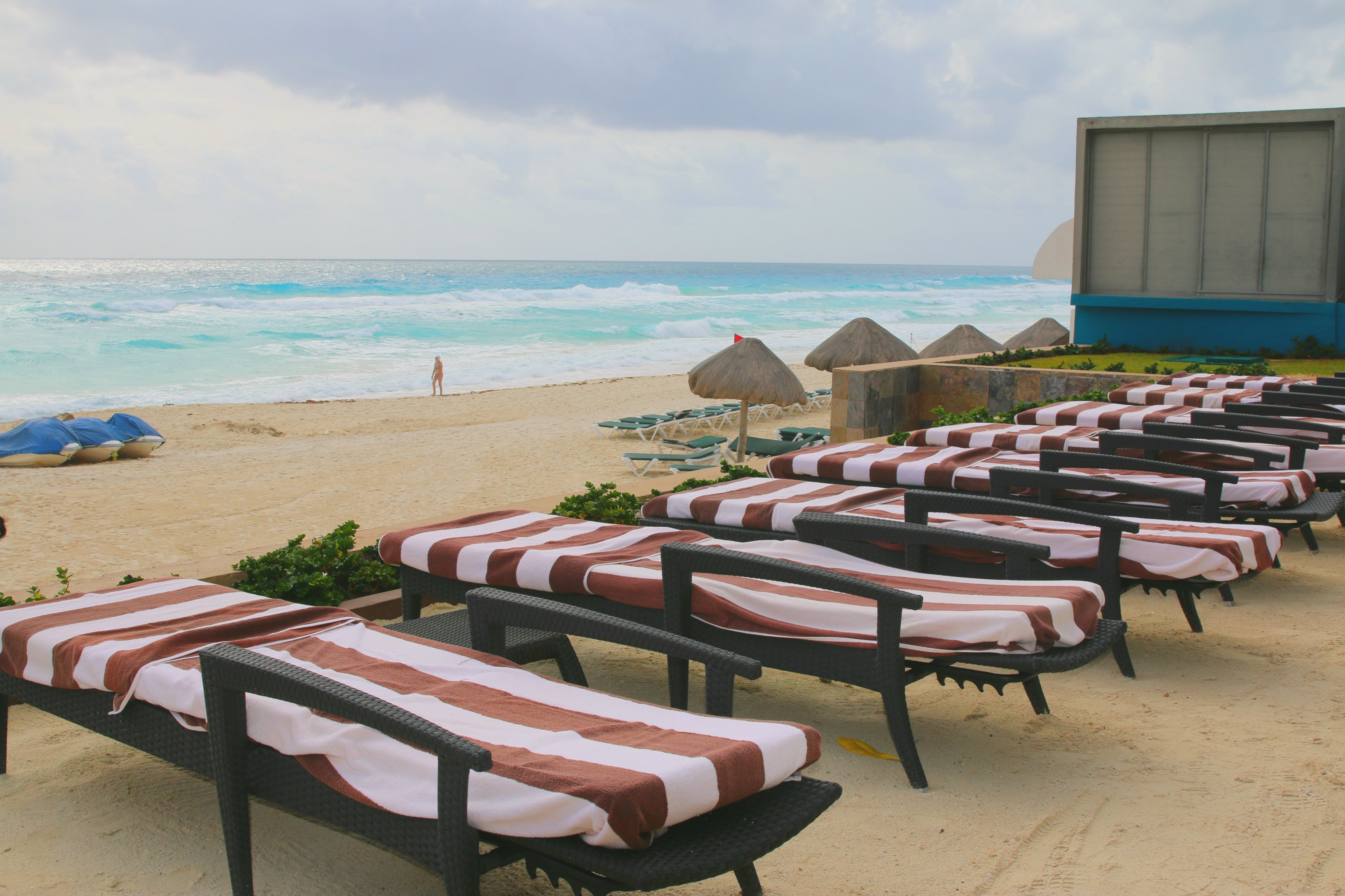 beach-chairs-hard-rock-cancun