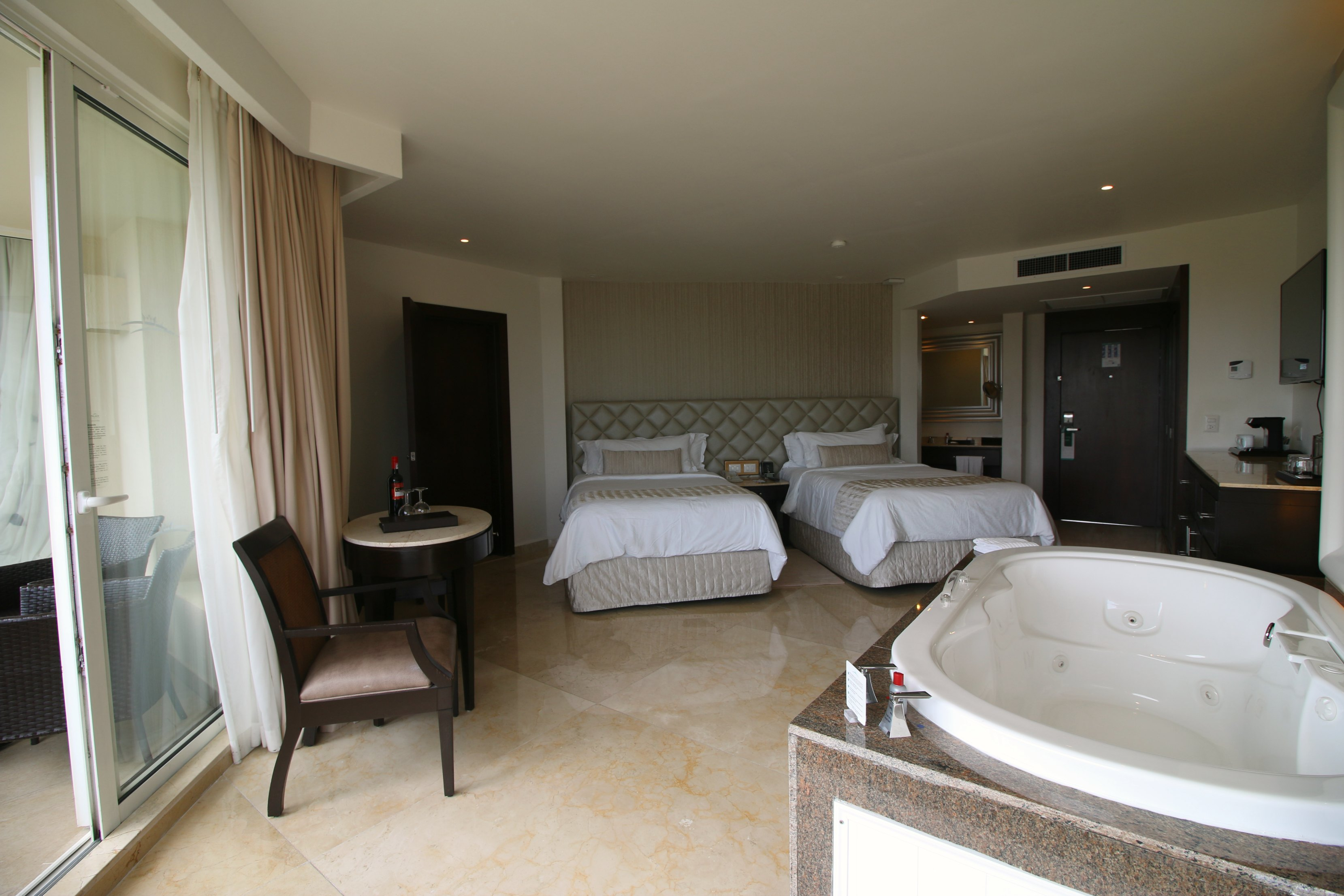family-deluxe-suite-moon-palace-cancun-review