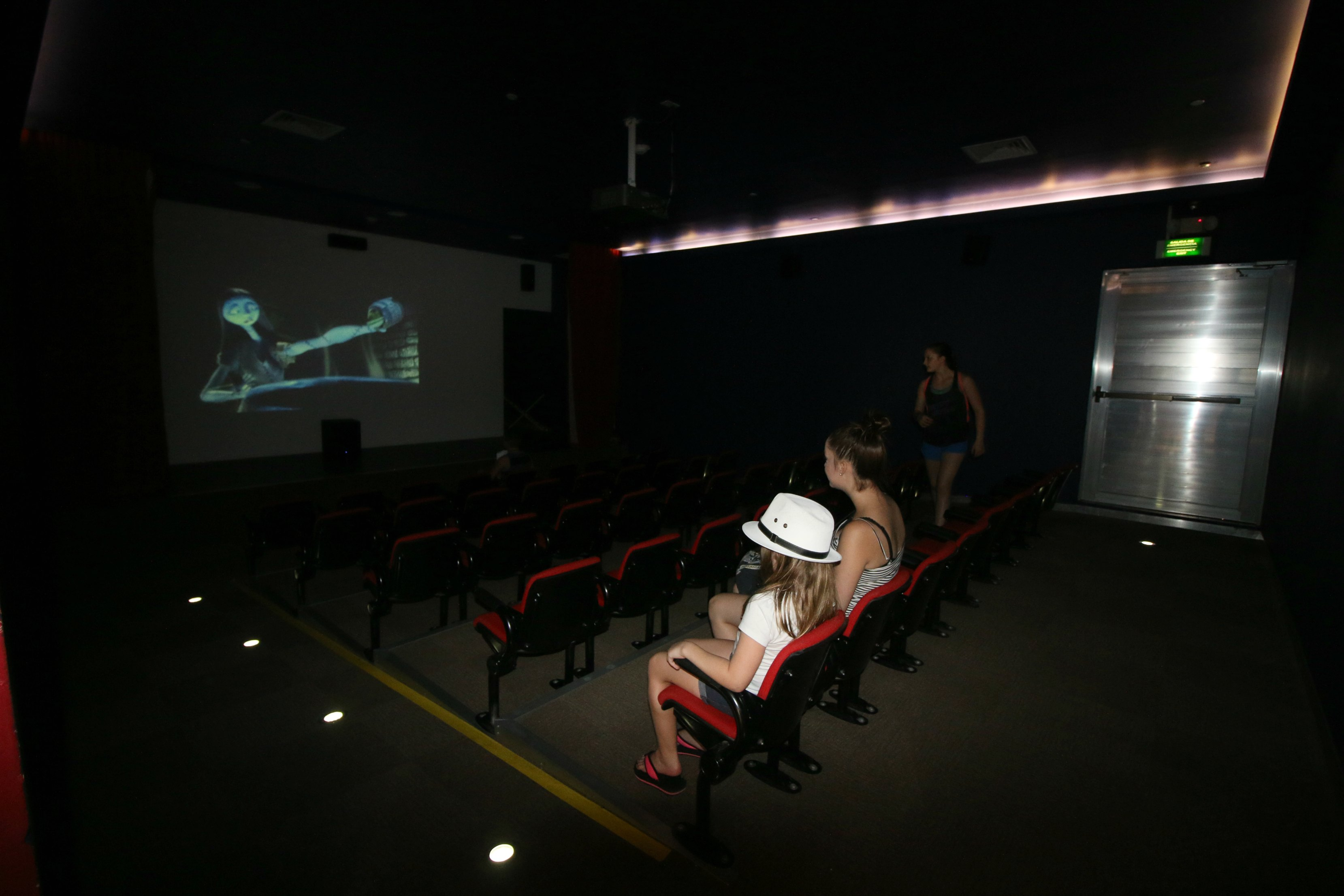 kids-club-theater-cancun-moon-palace