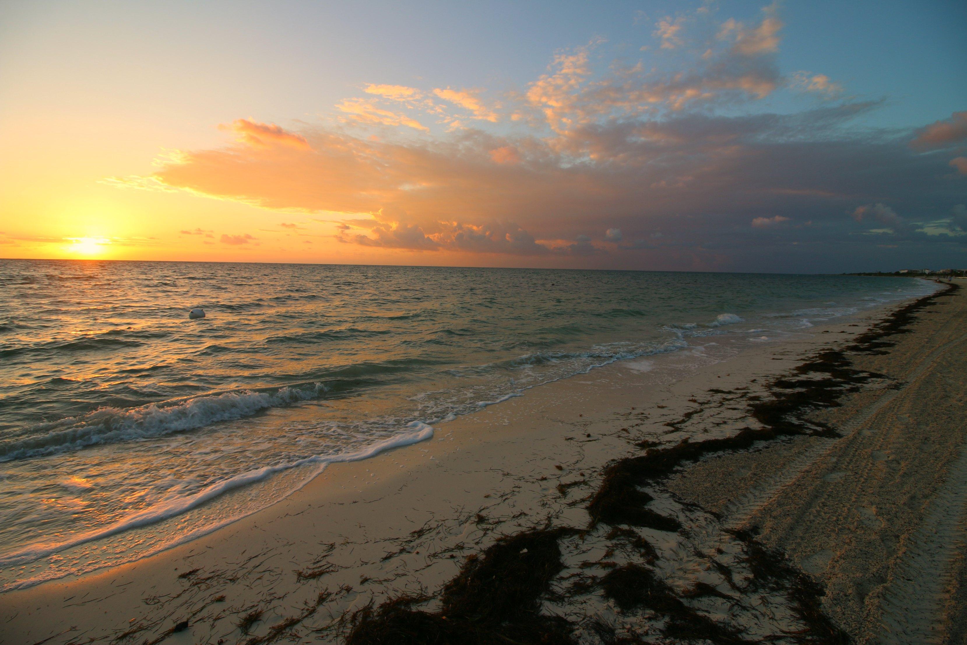 sunrise-in-cancun