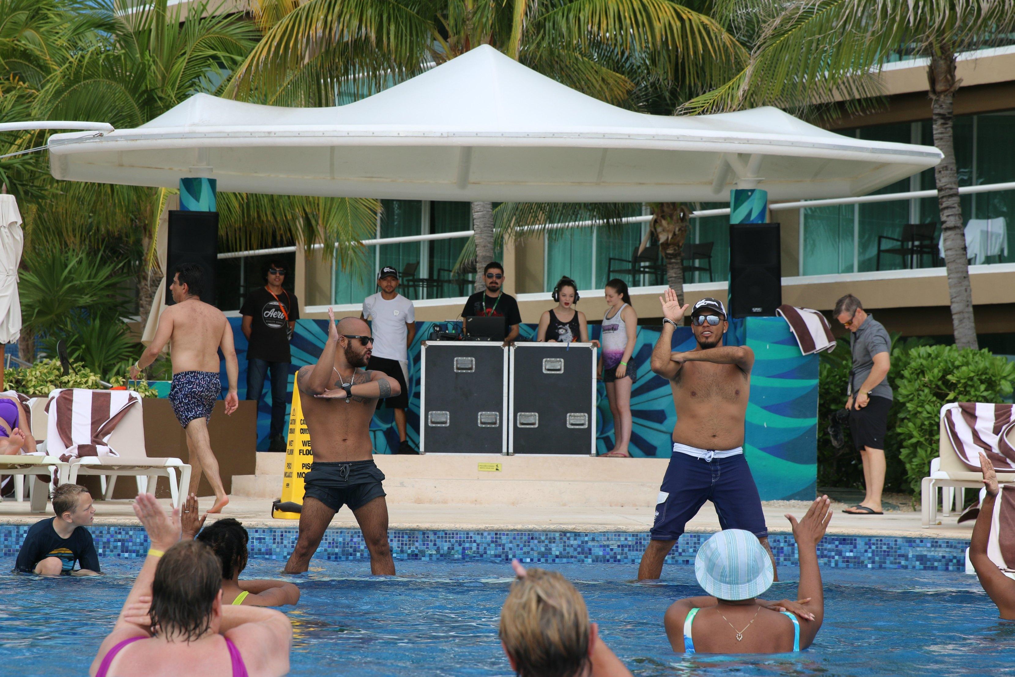teen-djs-at-the-pool-hard-rock