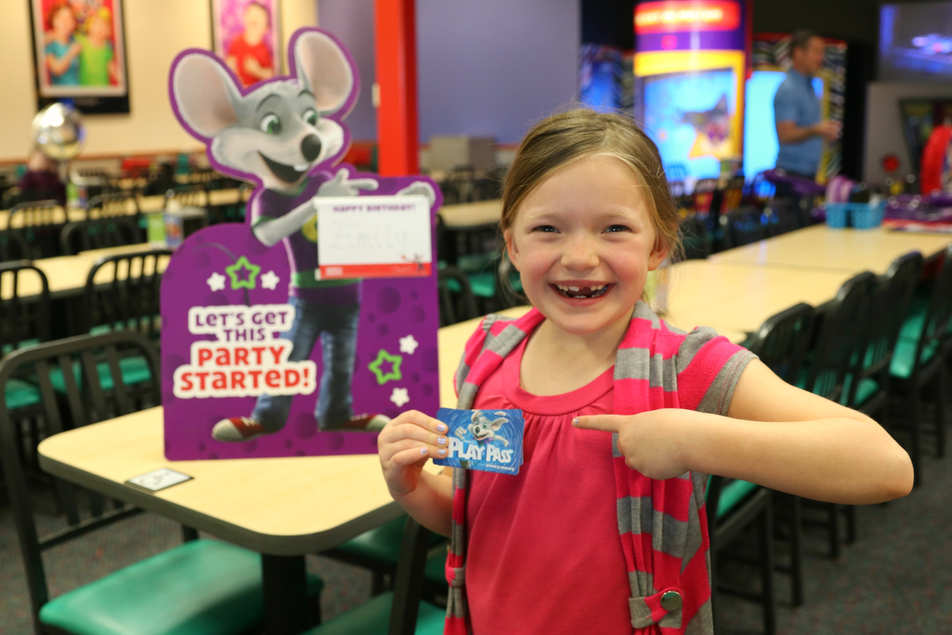 Kids will have a great time working towards success while earning Chuck E. Cheese rewards along the way. Simply track progress on these printable incentive charts by marking the days off with a pen or sticker as your kids accomplish their goals, then bring in a completed calendar or behavior chart to Chuck E. Cheese's and receive 10 free play points or tokens as a reward.