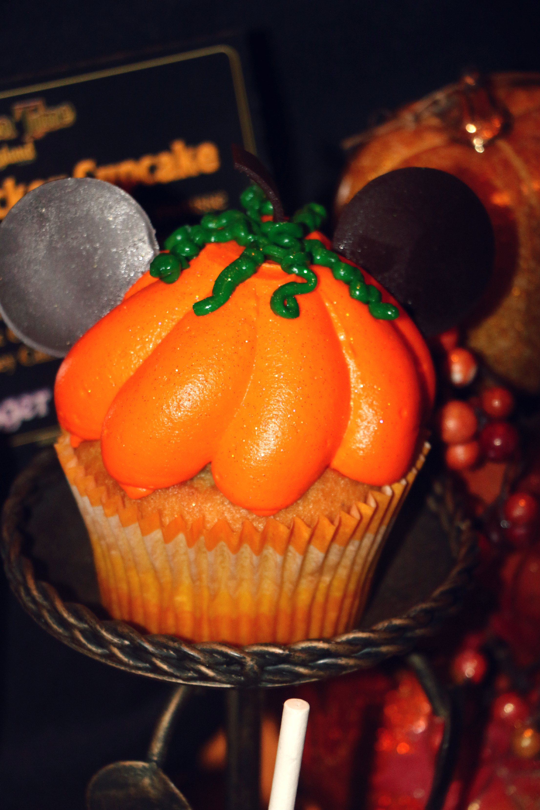 disney pumpkin cupcake
