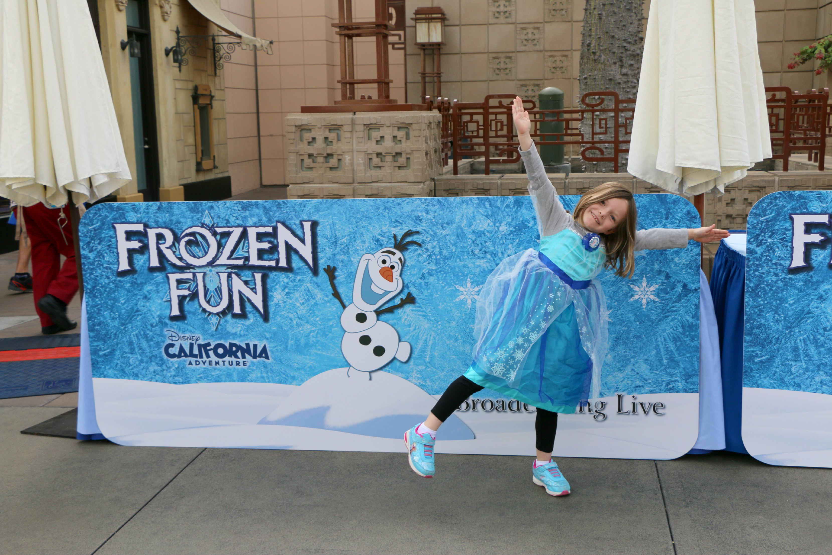 disneyland frozen fun sing along