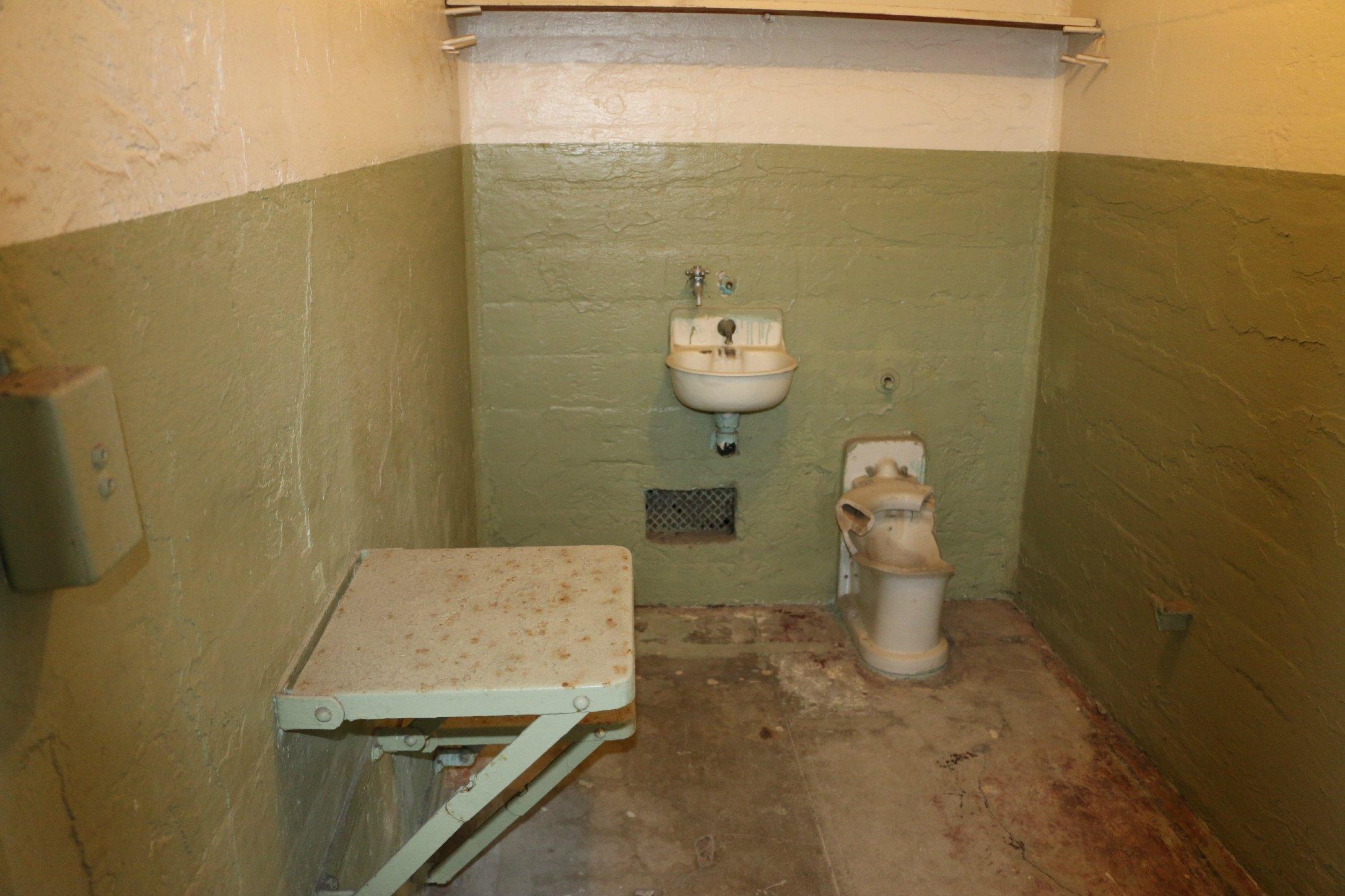 jail cell alcatraz