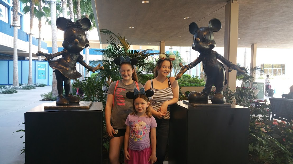 disneyland hotel with kids