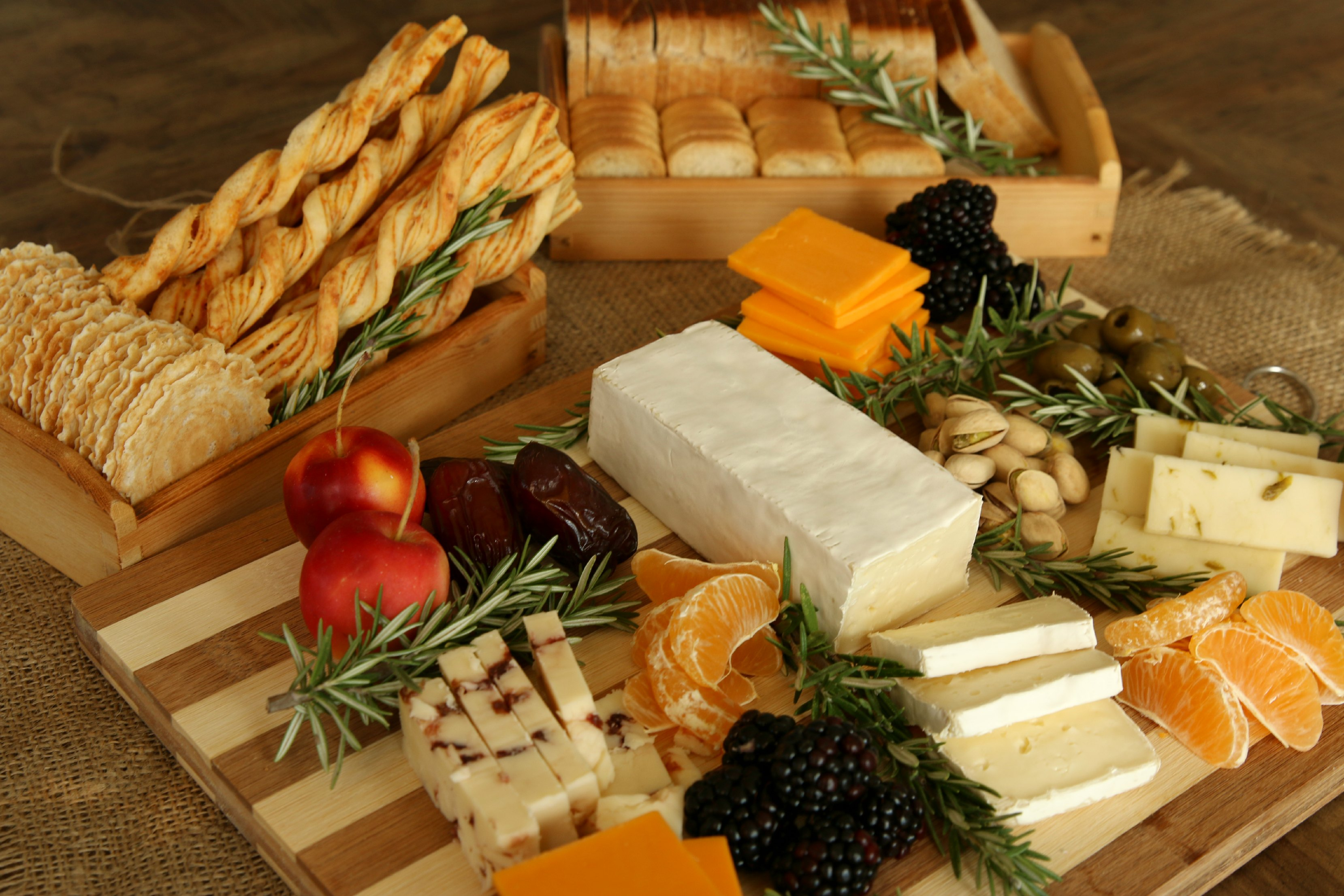 50 Things To Have On Your Thanksgiving Cheese Platter | It's a Lovely Life!