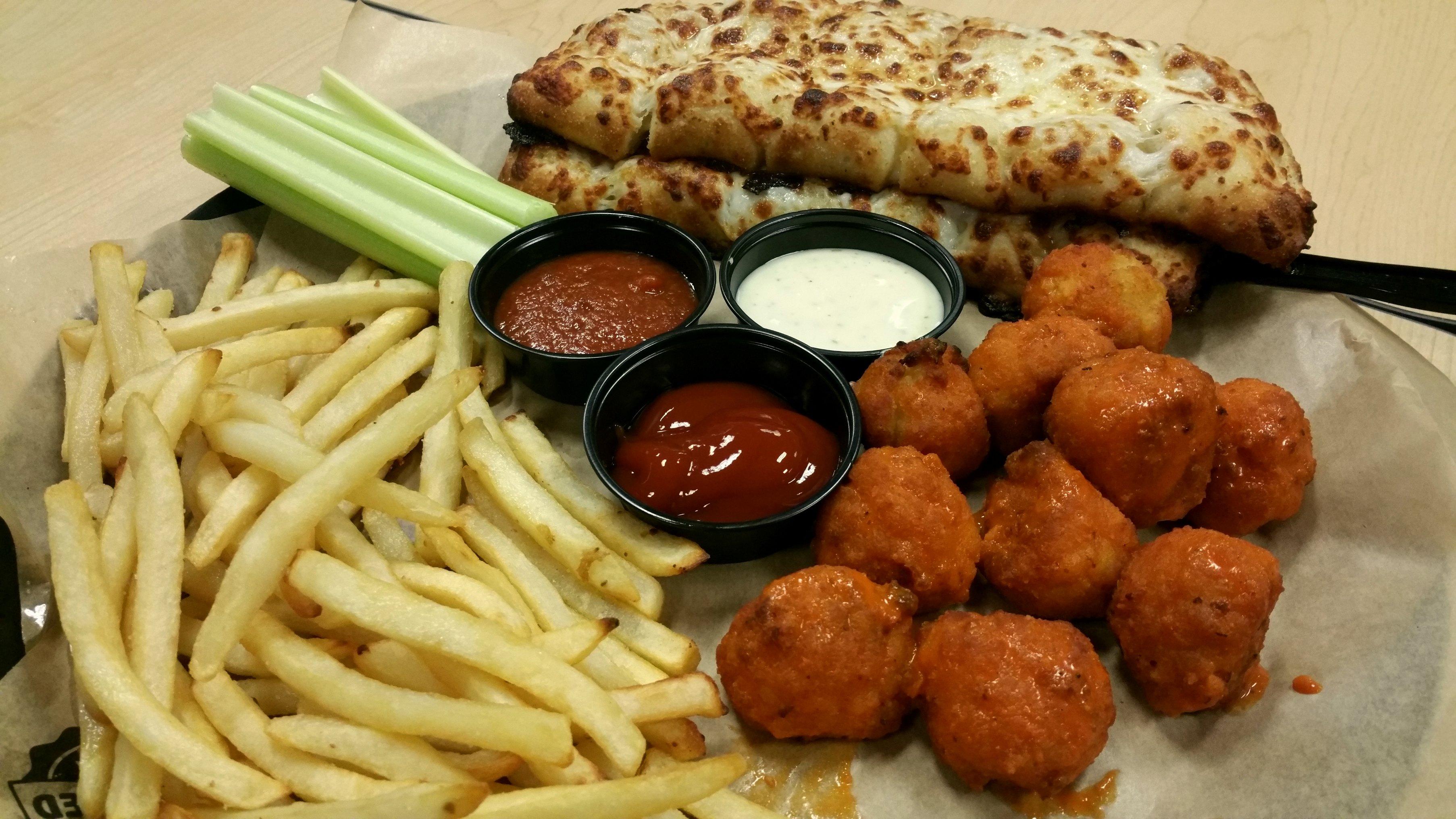 food at chuck e cheese