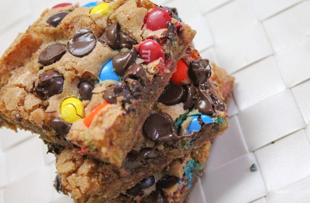 M&M Chocolate Chip Cookie Bars-1