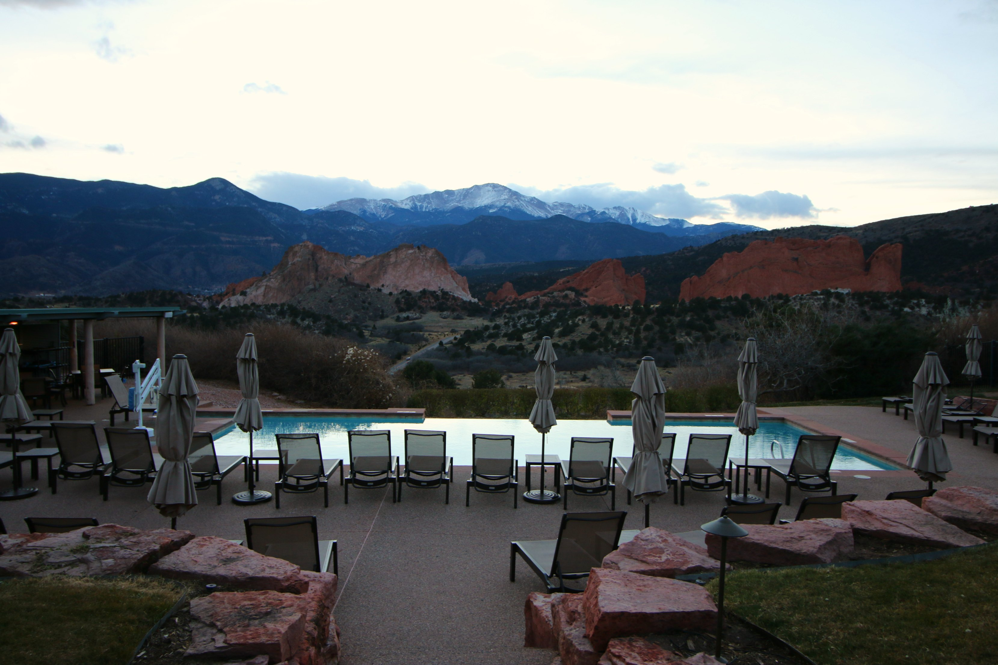 garden-of-the-gods-resort-pool