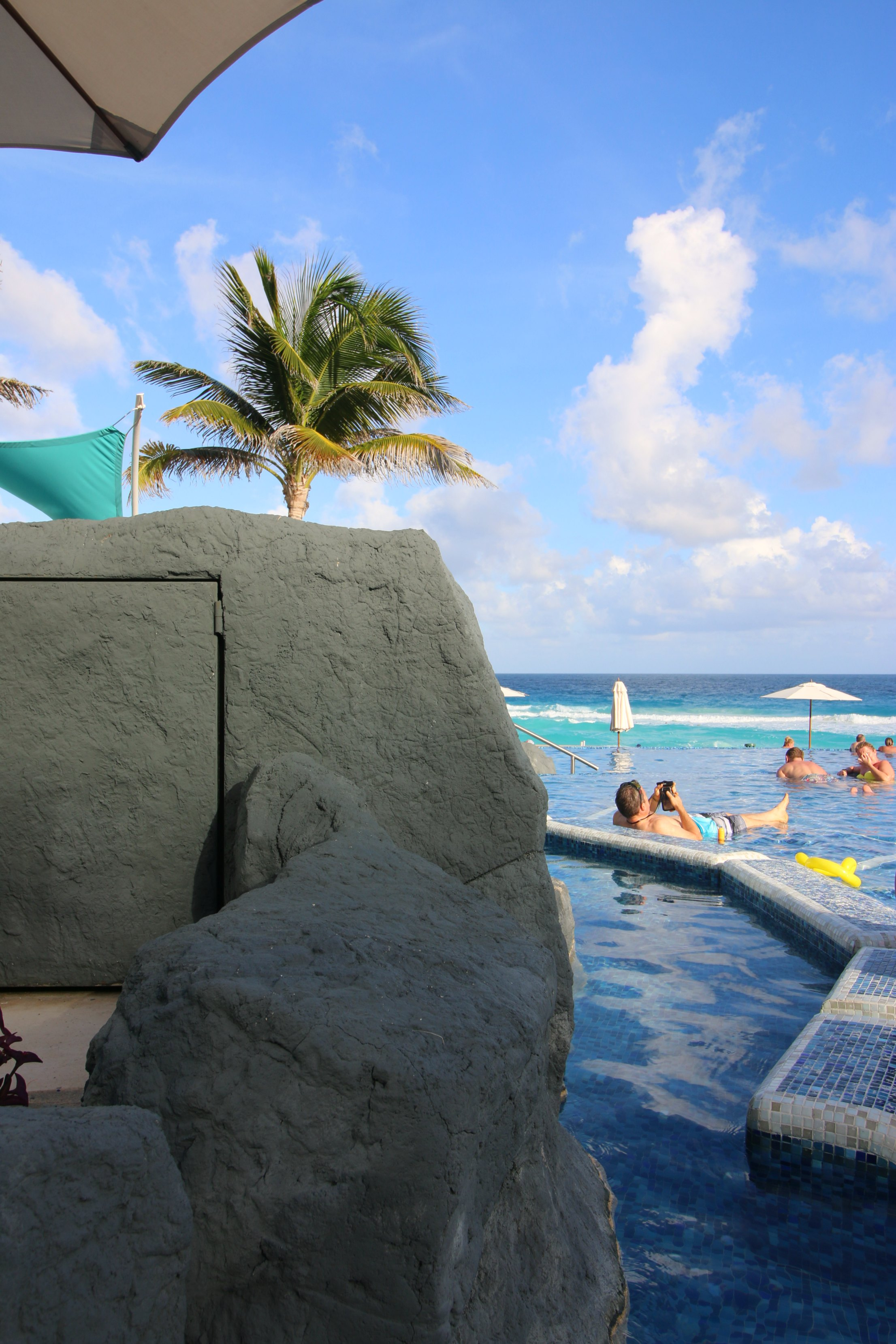 hard-rock-cancun-relaxing-by-the-pool