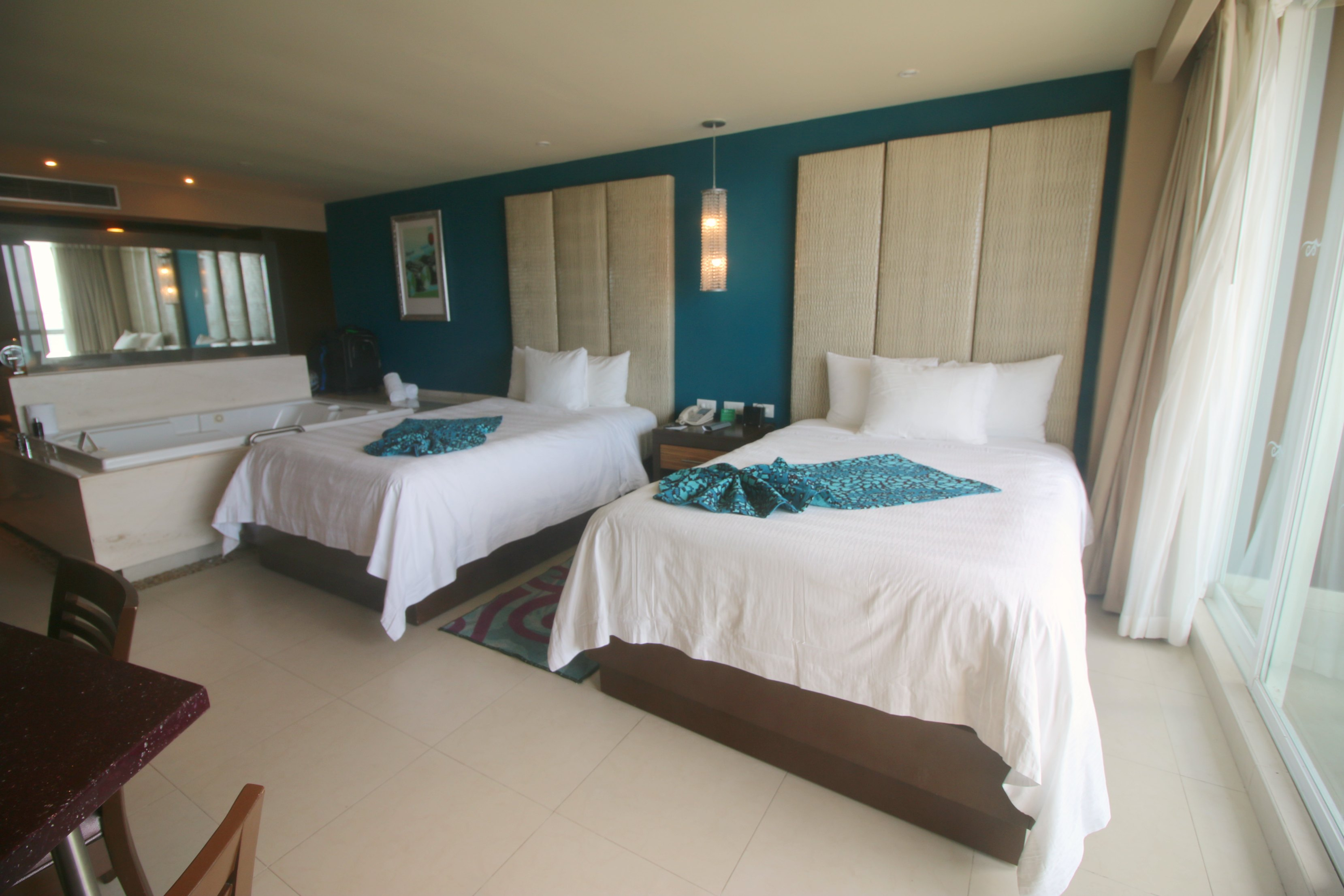 family-deluxe-room-hard-rock-cancun