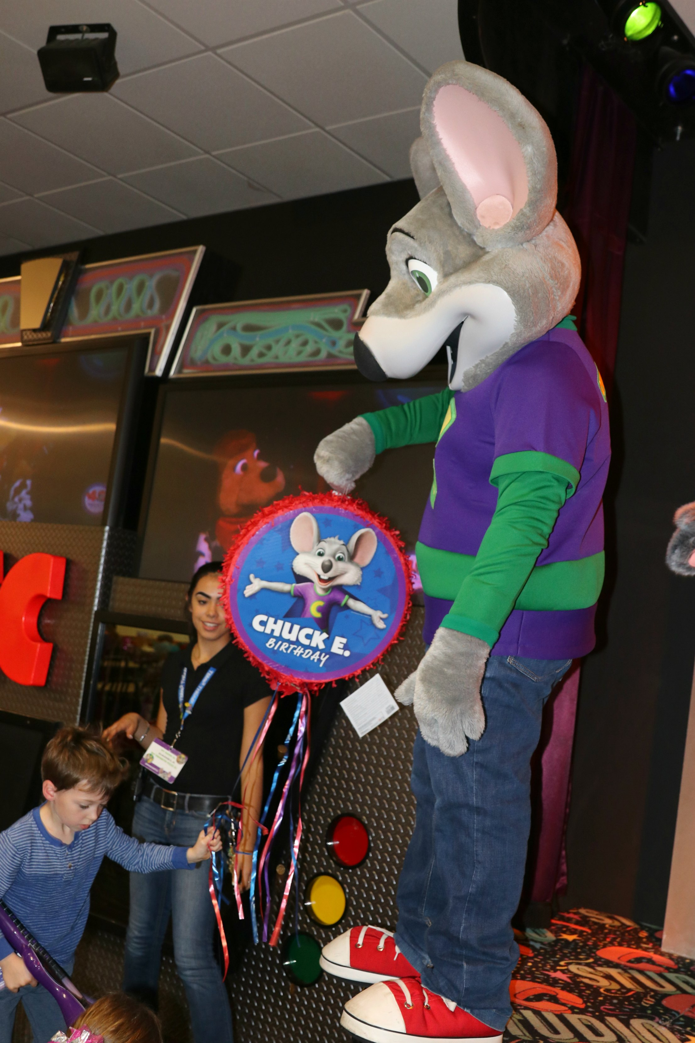 Chuck E. Cheese's party for kids